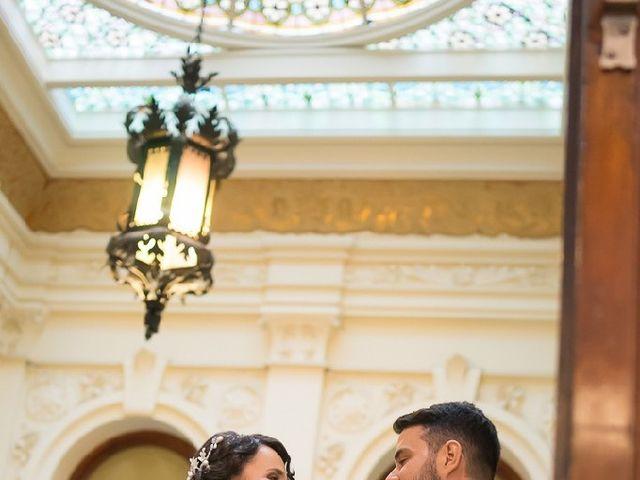 La boda de Adrián y Carmen Lucía  en Valencia, Valencia 5