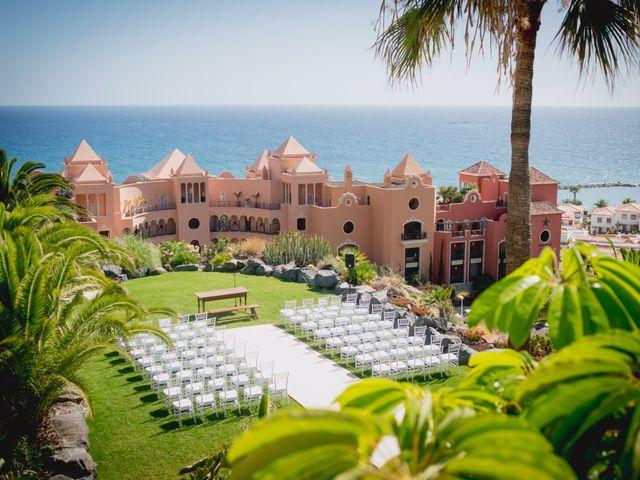 La boda de Fernado y Paula en Adeje, Santa Cruz de Tenerife 1