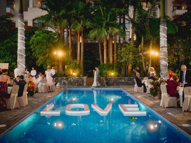 La boda de Fernado y Paula en Adeje, Santa Cruz de Tenerife 32