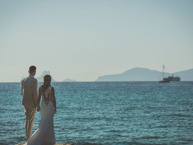 La boda de Tomás y Nora en Cala De San Vicente Ibiza, Islas Baleares 16