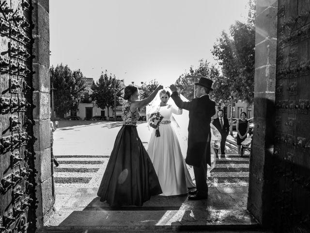 La boda de Mercedes y Jesús en Villafranca De Los Barros, Badajoz 24