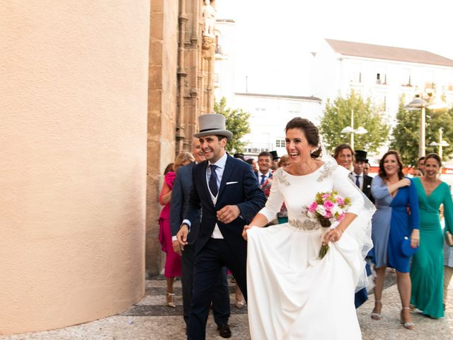 La boda de Mercedes y Jesús en Villafranca De Los Barros, Badajoz 43
