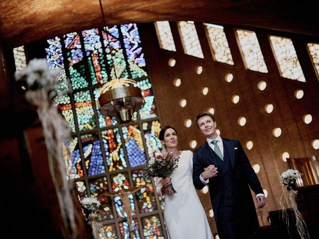 La boda de Quique y Beatriz en Castillo De Viñuelas, Madrid 28