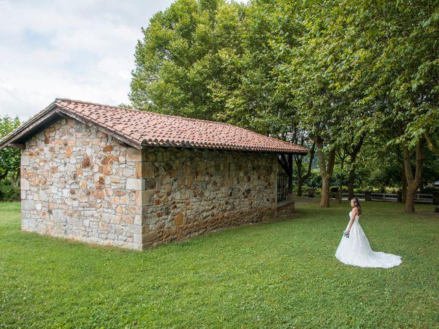 La boda de Miguel y Ely en Sondika, Vizcaya 24