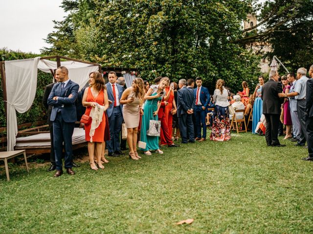 La boda de Nagai y Laura en Hondarribia, Guipúzcoa 32