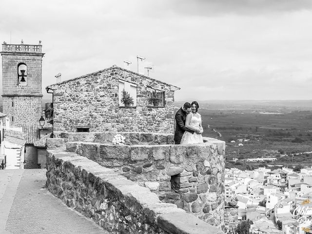 La boda de Robert y Isabel  en Castelló/castellón De La Plana, Castellón 13