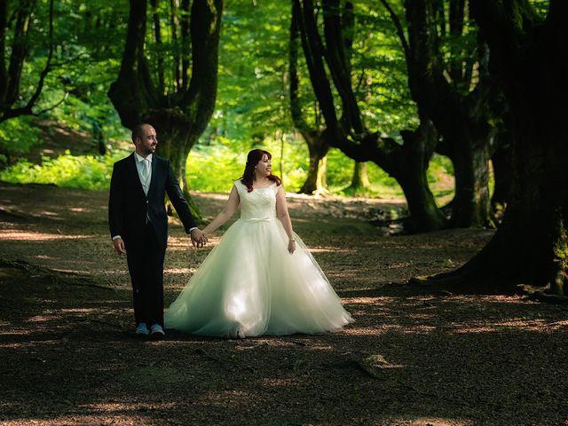 La boda de Jon Ander y Yasmin en Etxebarri, Vizcaya 24