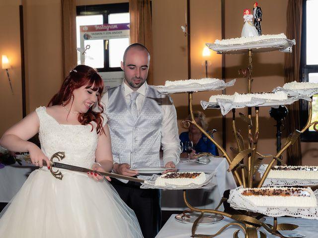 La boda de Jon Ander y Yasmin en Etxebarri, Vizcaya 32