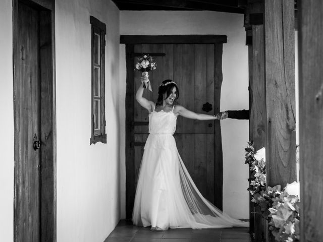 La boda de Adrián y Cristina en Telleiro, A Coruña 19