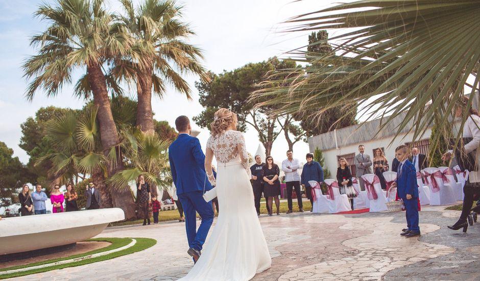 La boda de Flo y Viky en La/villajoyosa Vila Joiosa, Alicante