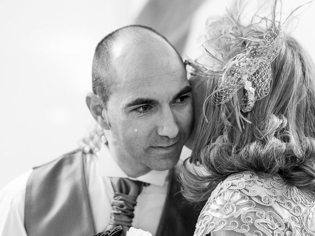 La boda de Javier y Irene en Berlanga De Duero, Soria 25