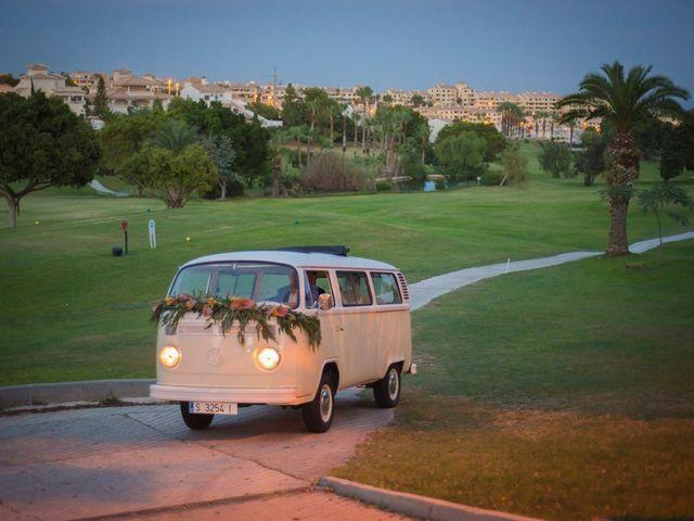 La boda de Antonio y Miriam en Urbanización Campoamor, Alicante 47