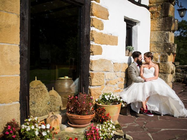 La boda de Orkatz y Isa en Hondarribia, Guipúzcoa 31