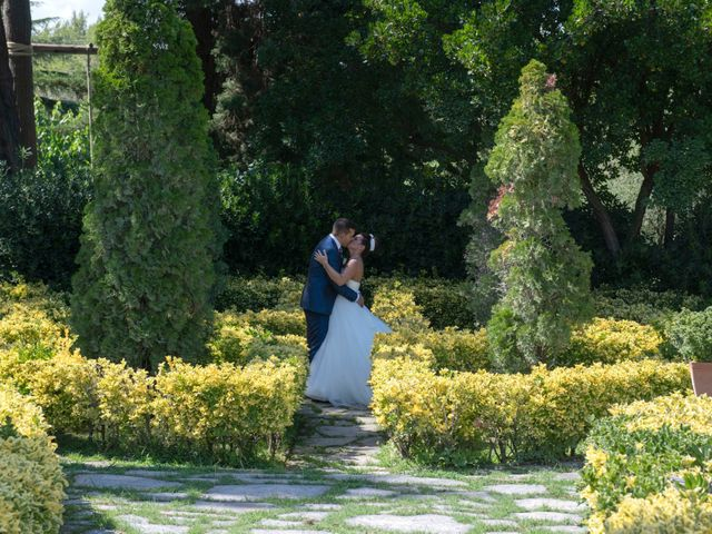 La boda de Raúl y Lorena en Vilanova Del Valles, Barcelona 24