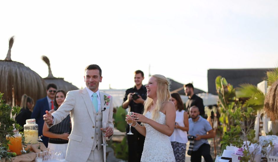 La boda de Fernando Garcia y Anett Piszker en Torre Del Mar, Málaga