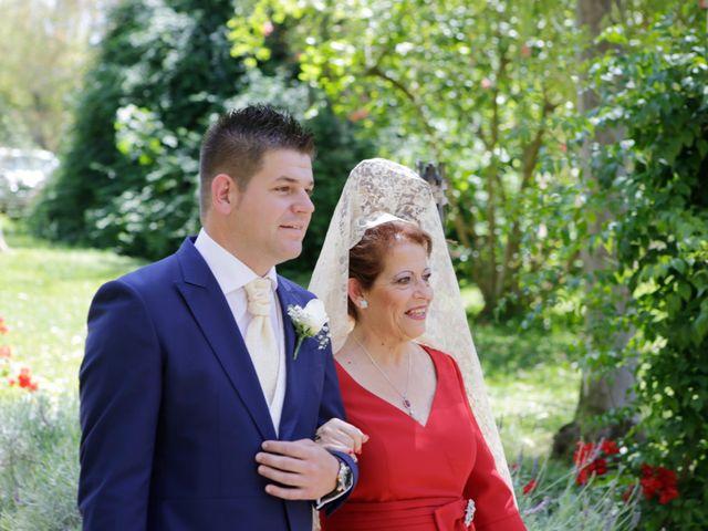 La boda de Jose Antonio y Laura en Sevilla, Sevilla 2
