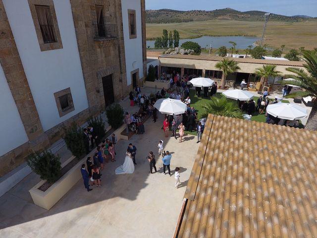 La boda de Ismael y Guadalupe en Cáceres, Cáceres 4