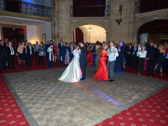 La boda de Maykel y Belén en Oviedo, Asturias 48