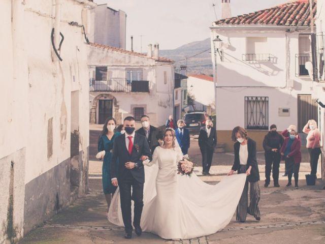 La boda de Jonathan y Rebeca en Garciaz, Cáceres 12
