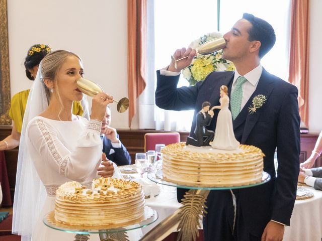 La boda de Belén y José María en Salteras, Sevilla 30