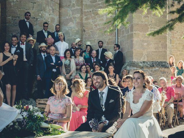La boda de Carlos y Elena en Santa Gadea Del Cid, Burgos 26