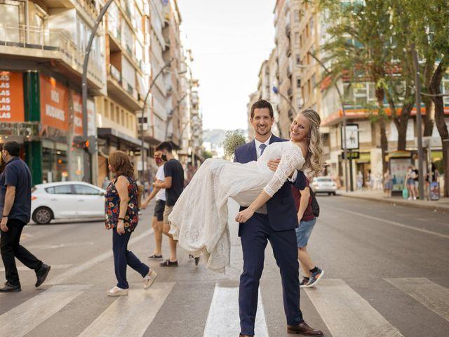 La boda de Alberto y Luz en Urbanización Campoamor, Alicante 120