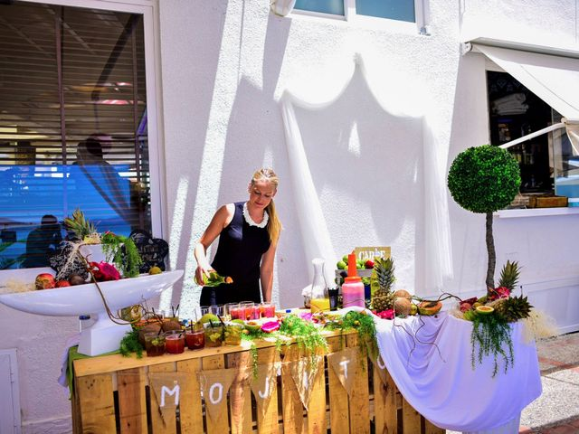 La boda de Maxi y Cris en La Manga Del Mar Menor, Murcia 24
