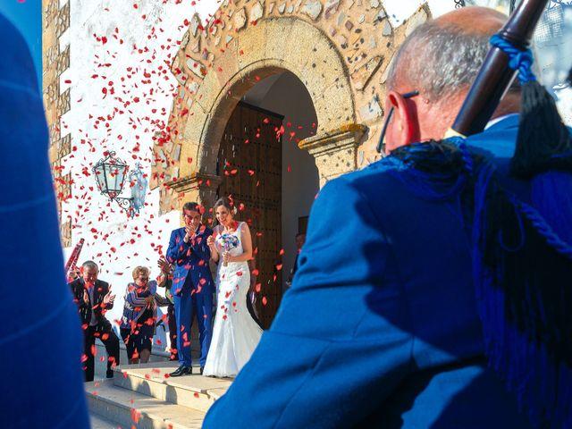 La boda de Miriam y Miguel en Santiago De Alcantara, Cáceres 17