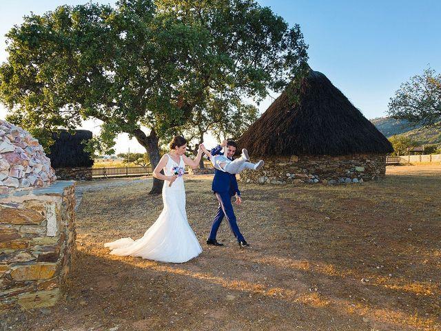 La boda de Miriam y Miguel en Santiago De Alcantara, Cáceres 25