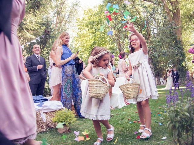 La boda de Ces y Sil en Villanubla, Valladolid 23