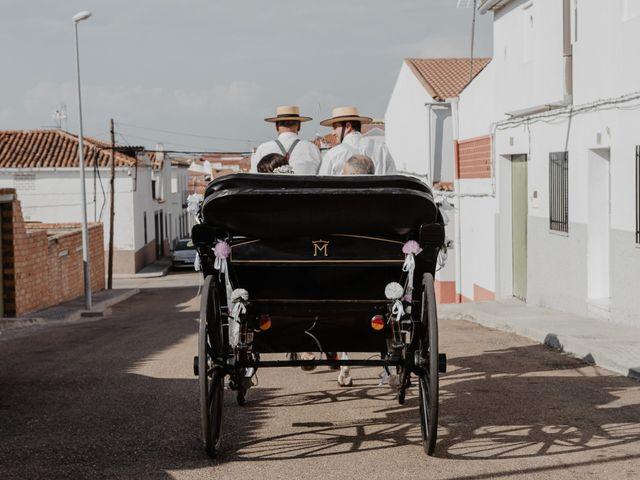 La boda de Benjamín y Yolanda en Talarrubias, Badajoz 44