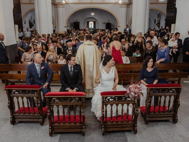 La boda de Benjamín y Yolanda en Talarrubias, Badajoz 57