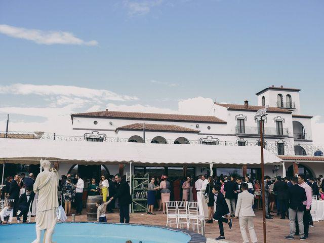 La boda de Jose María y Vanesa en Villanueva Del Fresno, Badajoz 44