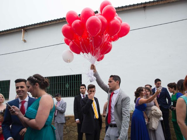 La boda de Jorge y Nayara en Alhaurin De La Torre, Málaga 39