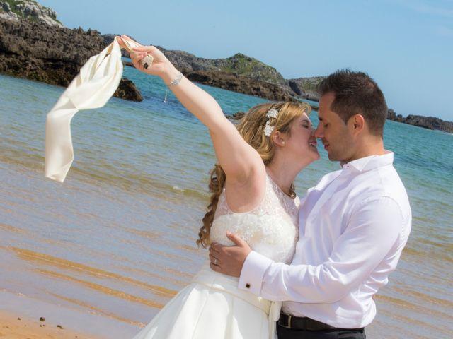 La boda de Robert y Laura en Isla, Cantabria 39