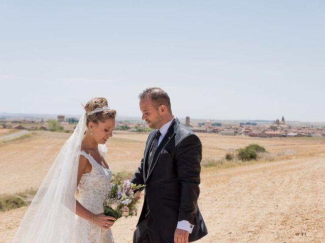 La boda de Alberto y Demelsa en Paredes De Nava, Palencia 36