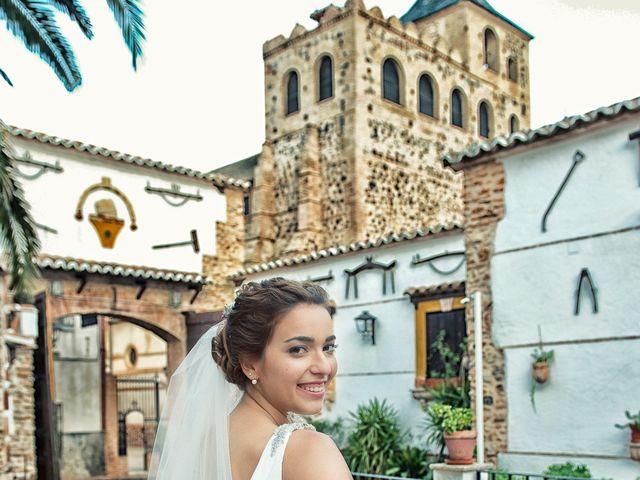 La boda de Isidro y Paloma en Moral De Calatrava, Ciudad Real 24