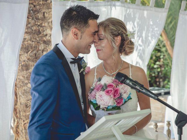 La boda de Cristina y Raúl en Crevillente, Alicante 21