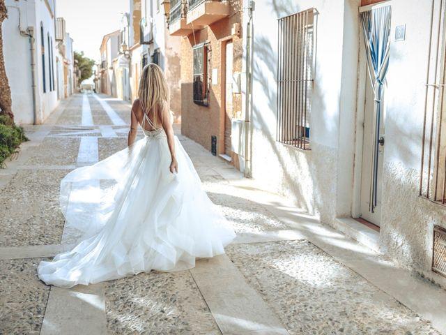 La boda de Cristina y Raúl en Crevillente, Alicante 48