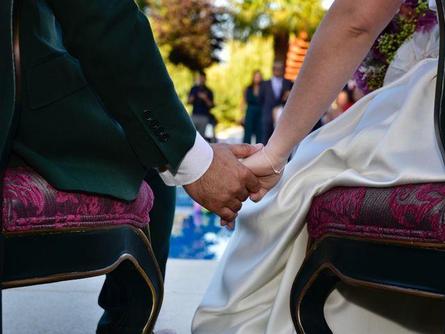 La boda de Javi y Saray en León, León 11