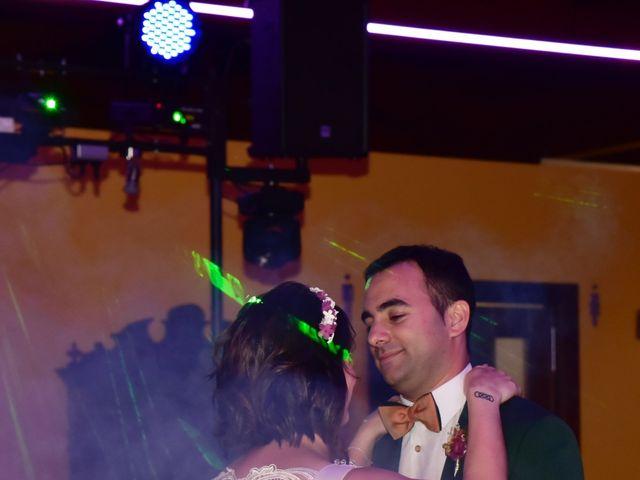 La boda de Javi y Saray en León, León 18