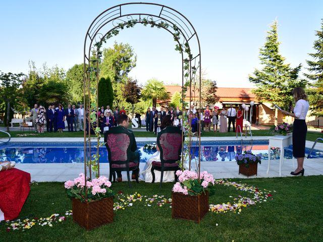 La boda de Javi y Saray en León, León 21