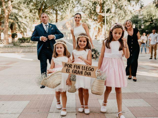 La boda de Carlos y Isabel en Caracuel De Calatrava, Ciudad Real 34