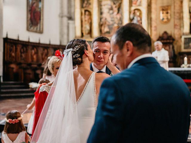 La boda de Carlos y Isabel en Caracuel De Calatrava, Ciudad Real 40