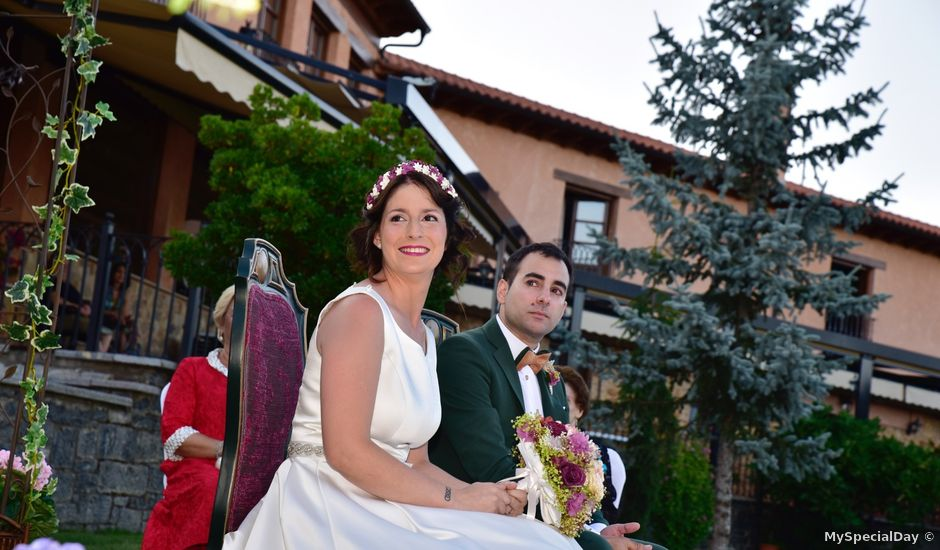 La boda de Javi y Saray en León, León