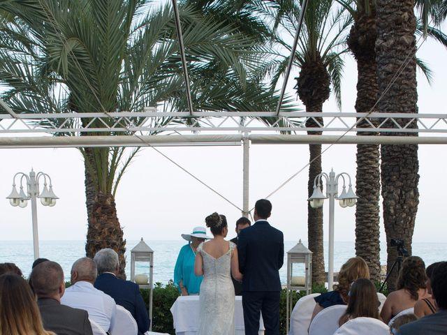 La boda de Víctor y Natacha en La/villajoyosa Vila Joiosa, Alicante 9