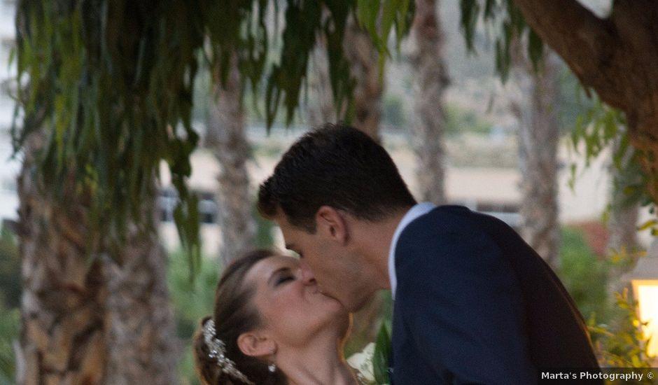 La boda de Víctor y Natacha en La/villajoyosa Vila Joiosa, Alicante