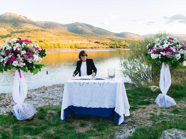 La boda de Borja y Lana en Pinilla Del Valle, Madrid 32