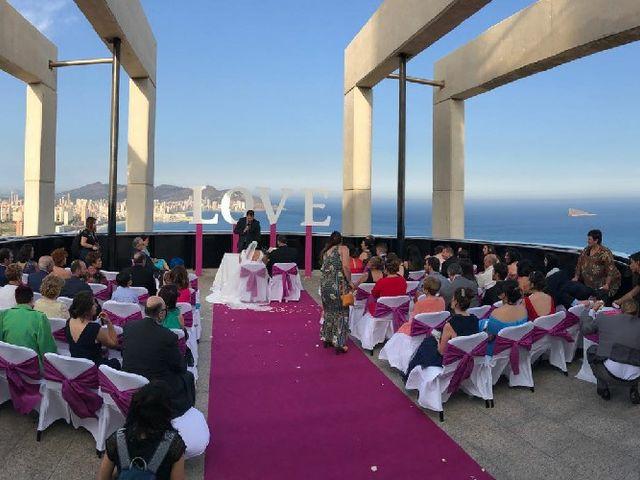 La boda de Isidro  y Carolina  en Benidorm, Alicante 6