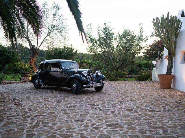 La boda de David y Laura en Santa Eularia Des Riu, Islas Baleares 36